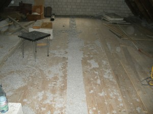 Dämmung der Balkenlage mit Zellulose